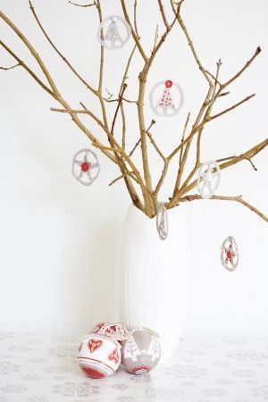 Crocheted Christmas circles to suspend on a tree