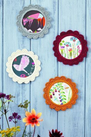 Round picture frames with a crocheted trim