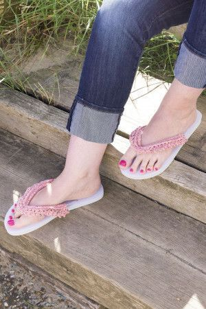 Ladies' flip flops decorated with a lace look knitted trim