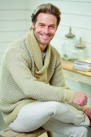 Knitted jumper for men with a chunky collar fastened with toggles