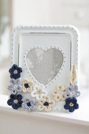 Feminine crocheted floral photo frame