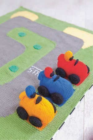 Knitted racing cars with play mat race circuit for the toys