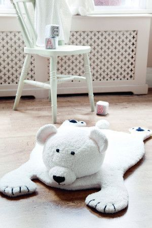 Knitted polar bear mat