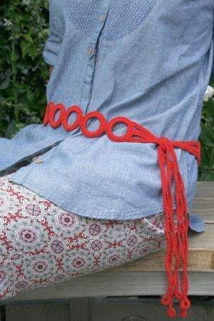 Women's belt with crochet rings