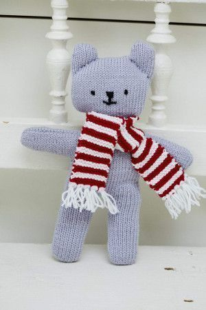 simple teddy wearing a striped scarf knitting pattern
