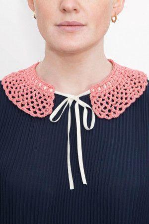 Crocheted silk women's collar