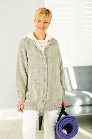 Women's jacket knitted to have slouchy fit