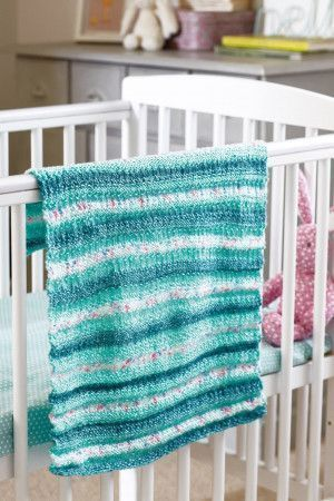 Easy-to-knit baby blanket with stripes