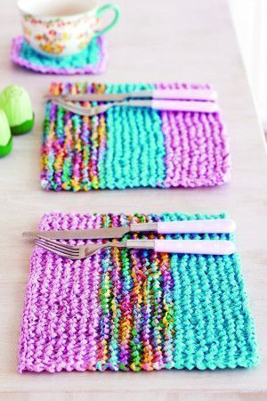 Colourful tablemat with a striped pattern