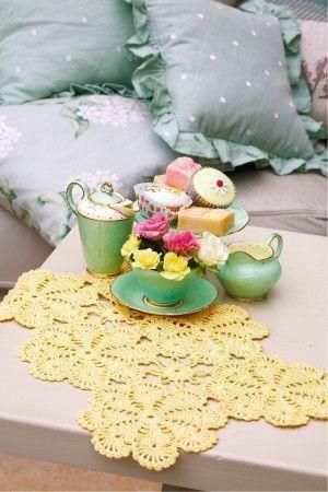 Vintage Floral Table Mat Crochet Pattern