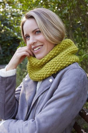 ladies chunky knitted moss stitch cowl in green