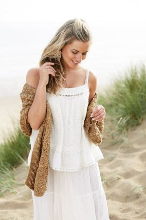 Textured women's knitted summer wrap