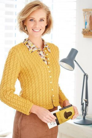 Knitted women's cable cardigan with long sleeves