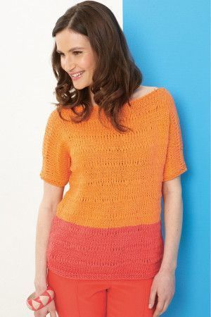 Knitted ladies' sweater with short sleeves and two-tone body