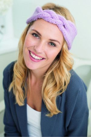 Knitted hairband for ladies with plait detail