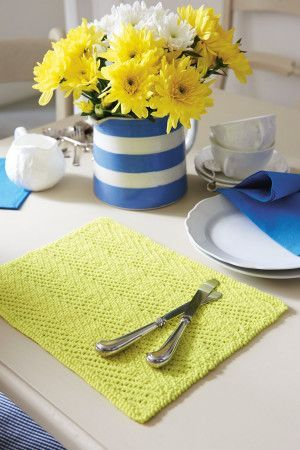 Knitted table mat with herringbone texture design in zigzags