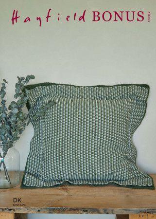 Cushion in Hayfield Bonus DK (10262)