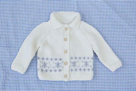 Baby jacket with raglan sleeves and collar and snowflake motif