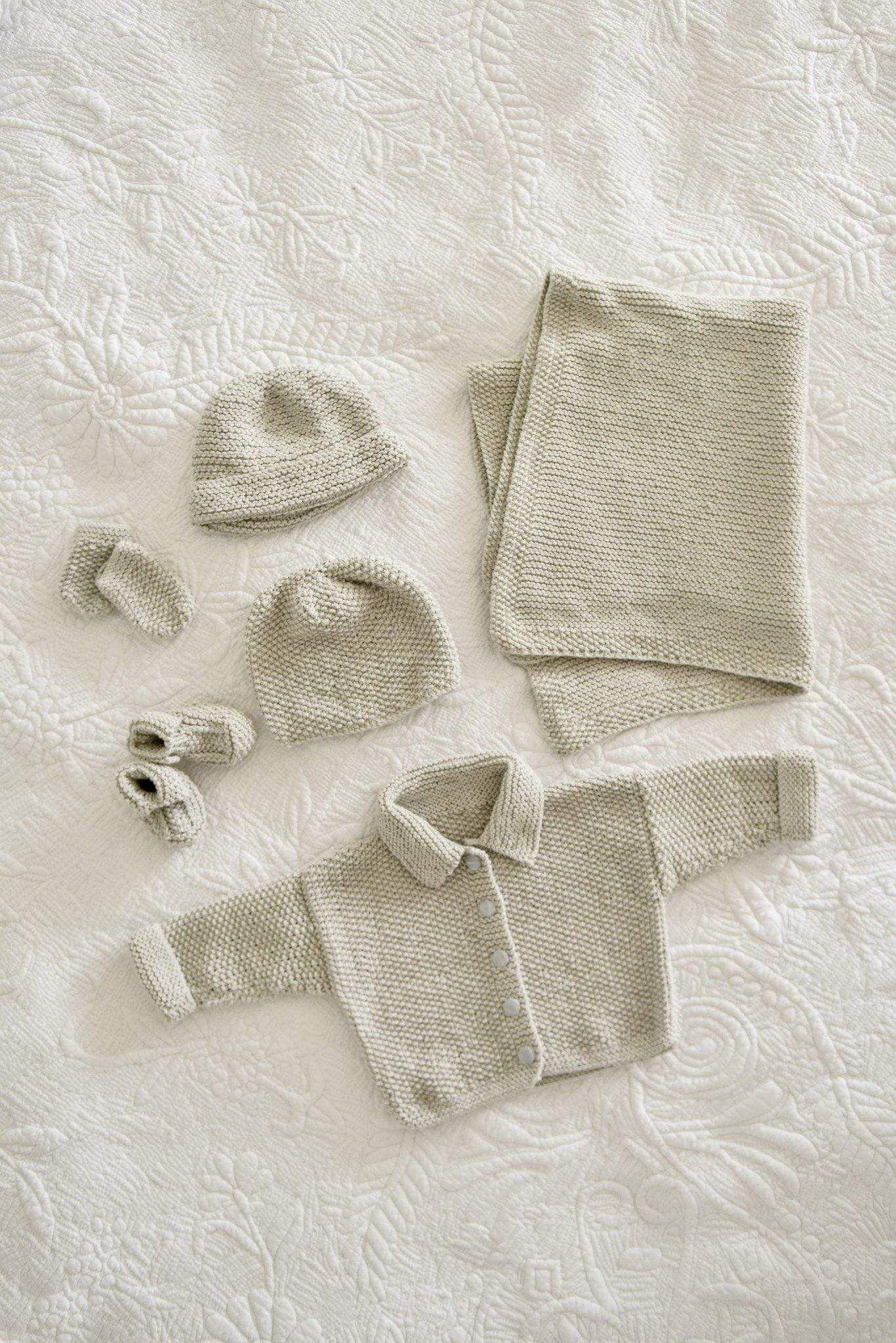 6152513ef Simple Five Piece Baby Gift Set Knitting Pattern