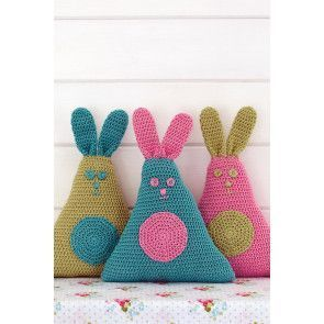 Crocheted triangle rabbits for Easter with circles on tummies