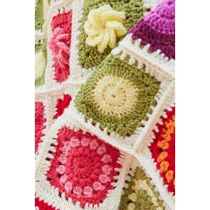 Circle in square section of Flower Garden blanket