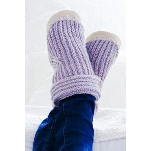 Ribbed children's slippers knitted in mauve