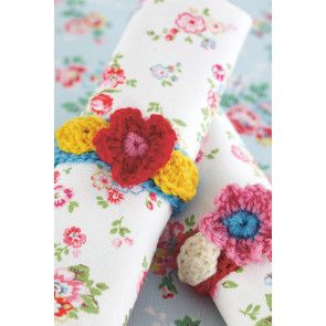 Crocheted napkin rings with flower decoration