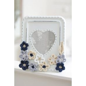 Feminine crocheted floral photo frame