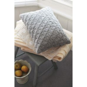 Retro syle shell crochet cushion cover in oblong shape