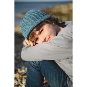 Knitted ribbed hat for boys with a turn back rim