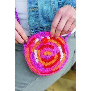 Round crocheted bag with a circular pattern