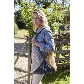 Shoulder bag knitted from three moss stitch square knitting pattern