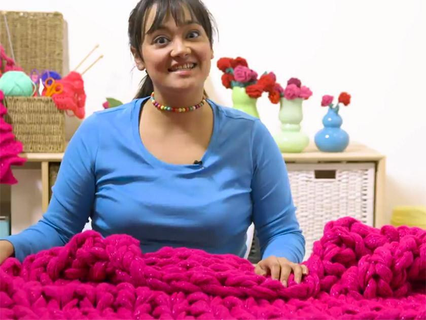 Arm knitting: Knit a blanket in 15 minutes