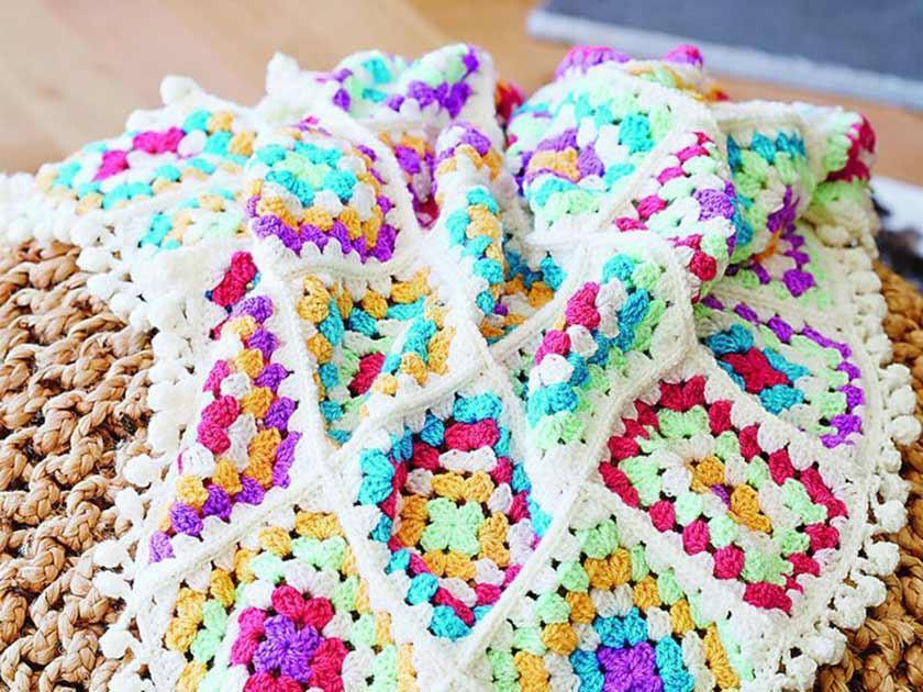 granny square blanket with pompoms crochet pattern f4e0f32e 3fad 4597 8387 624ac7084978