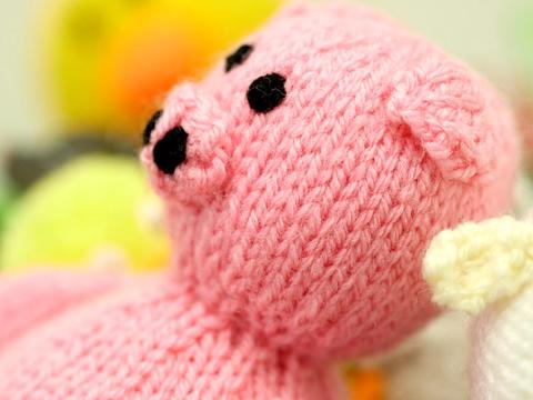 How to sew up knitted toys