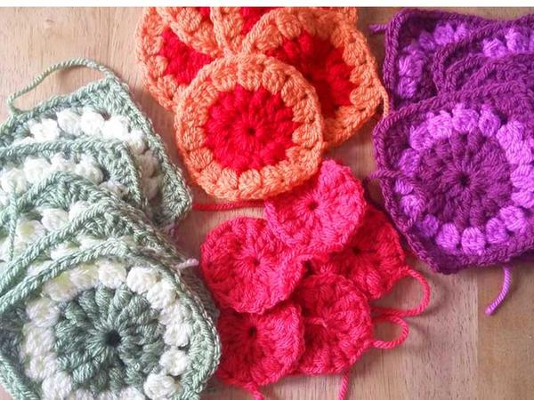 Jan Brodie crochet Flower Garden pieces in progress
